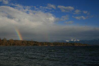 Frühlingsregenbogen am Chiemsee